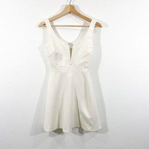 Stretchy Cream V-Neck Dress Size M